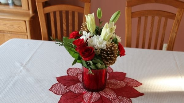 Anniversary Gifts for Parents Idea 2: New Centerpiece
